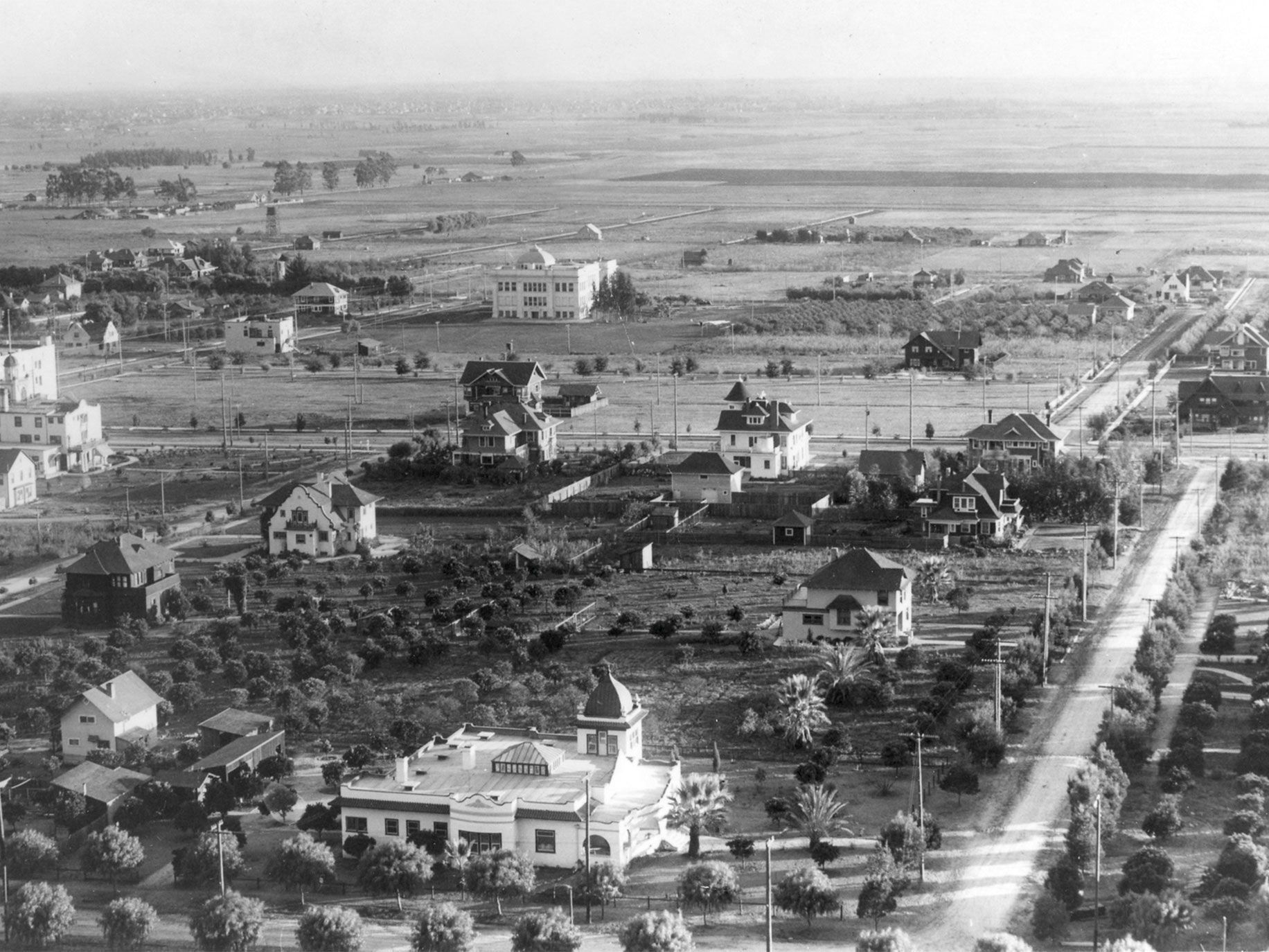 Hollywood, circa 1905, looking south above Franklin Avenue, with Orange Drive to the right and Prospect Avenue (now Hollywood Boulevard) in the center. The white house in the center of the photo is now the site of Grauman's Chinese Theatre.