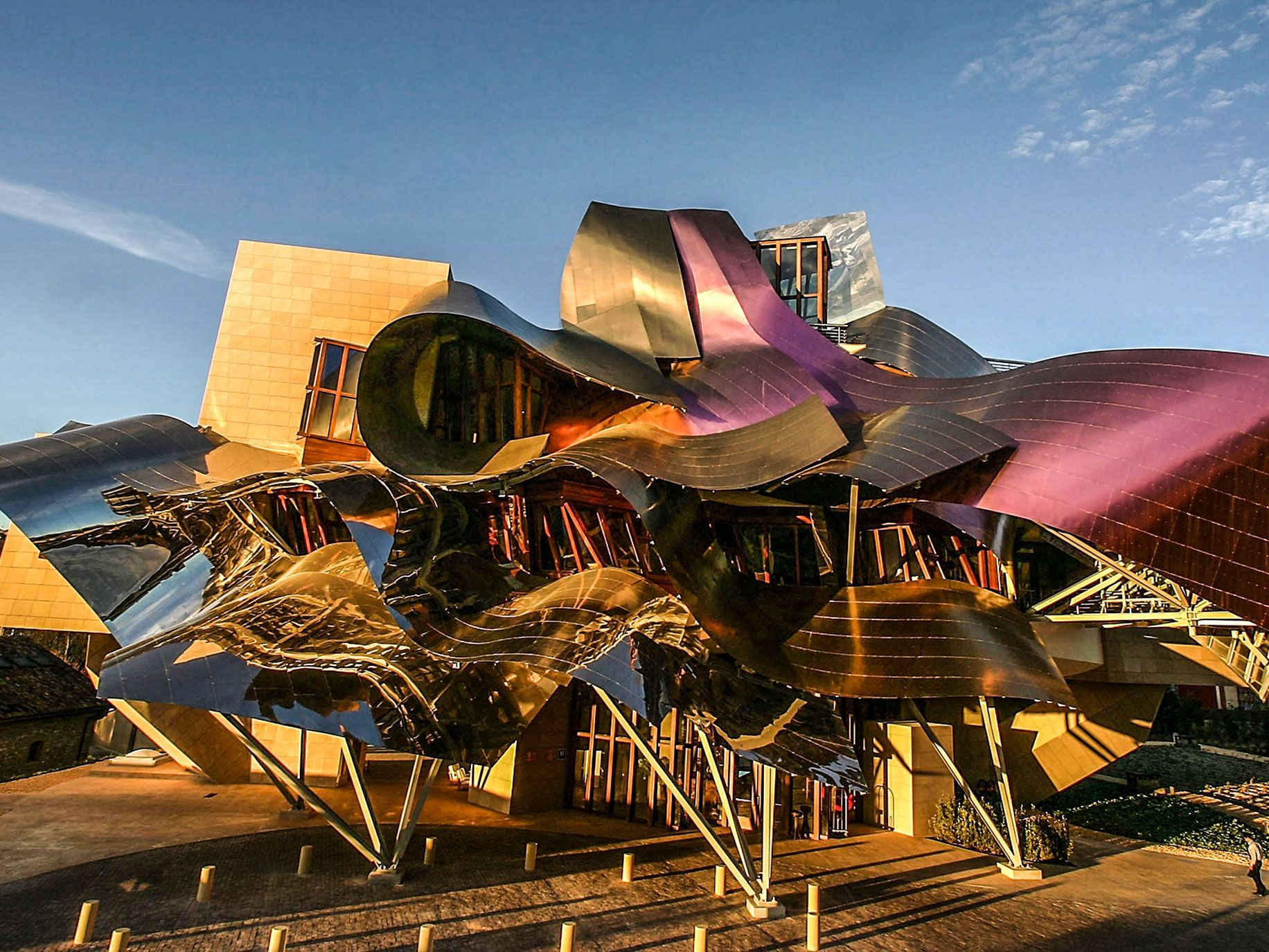 The final structure of the Marqués de Riscal Hotel in Spain bears an obvious resemblance to the quick sketches.