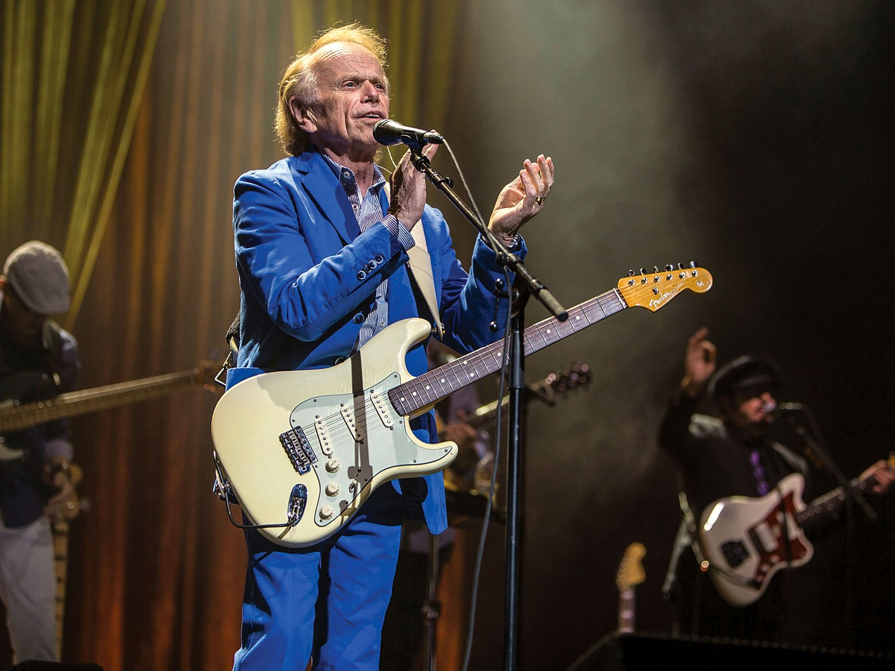 Al Jardine backing up his cousin Brian Wilson at a show in San Diego in May.
