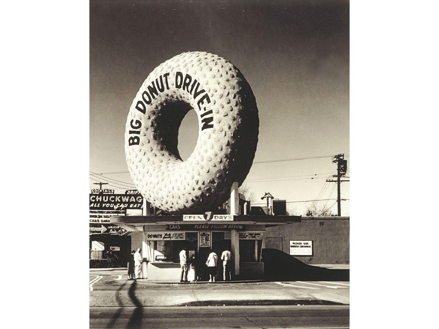 The Big Donut Drive-In in Inglewood (circa 1955).