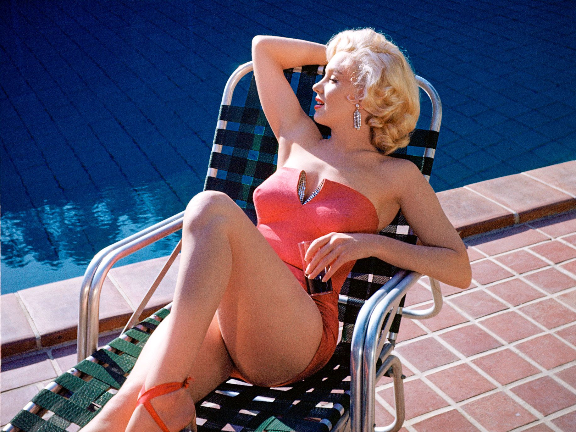 Monroe posing for photos by the swimming pool at Harold Lloyd's Greenacres estate in 1953.