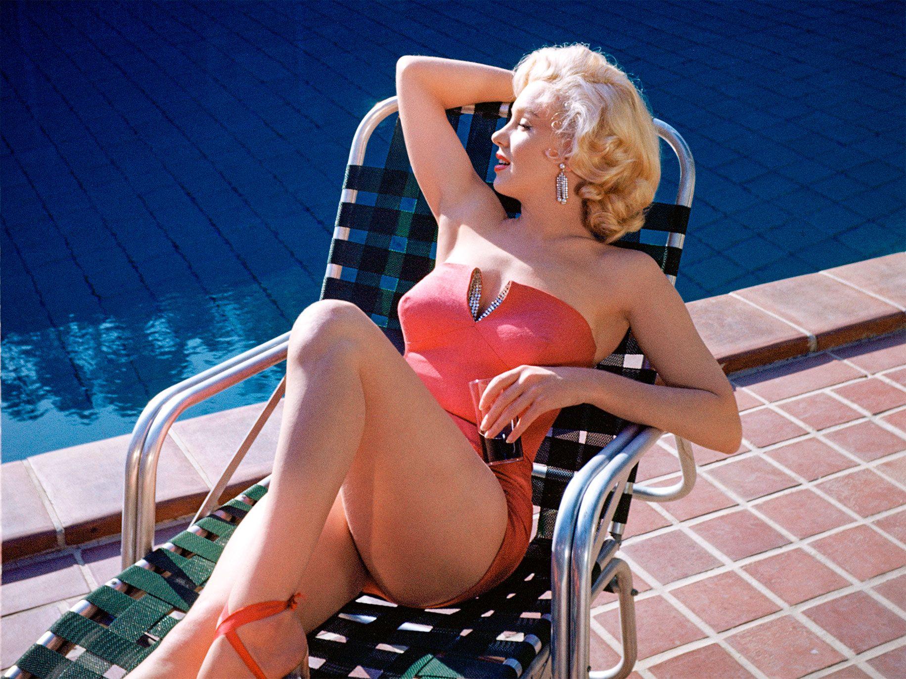 Monroe posing for photos by the swimming pool at Harold Lloyd's Greenacres estate in 1953.