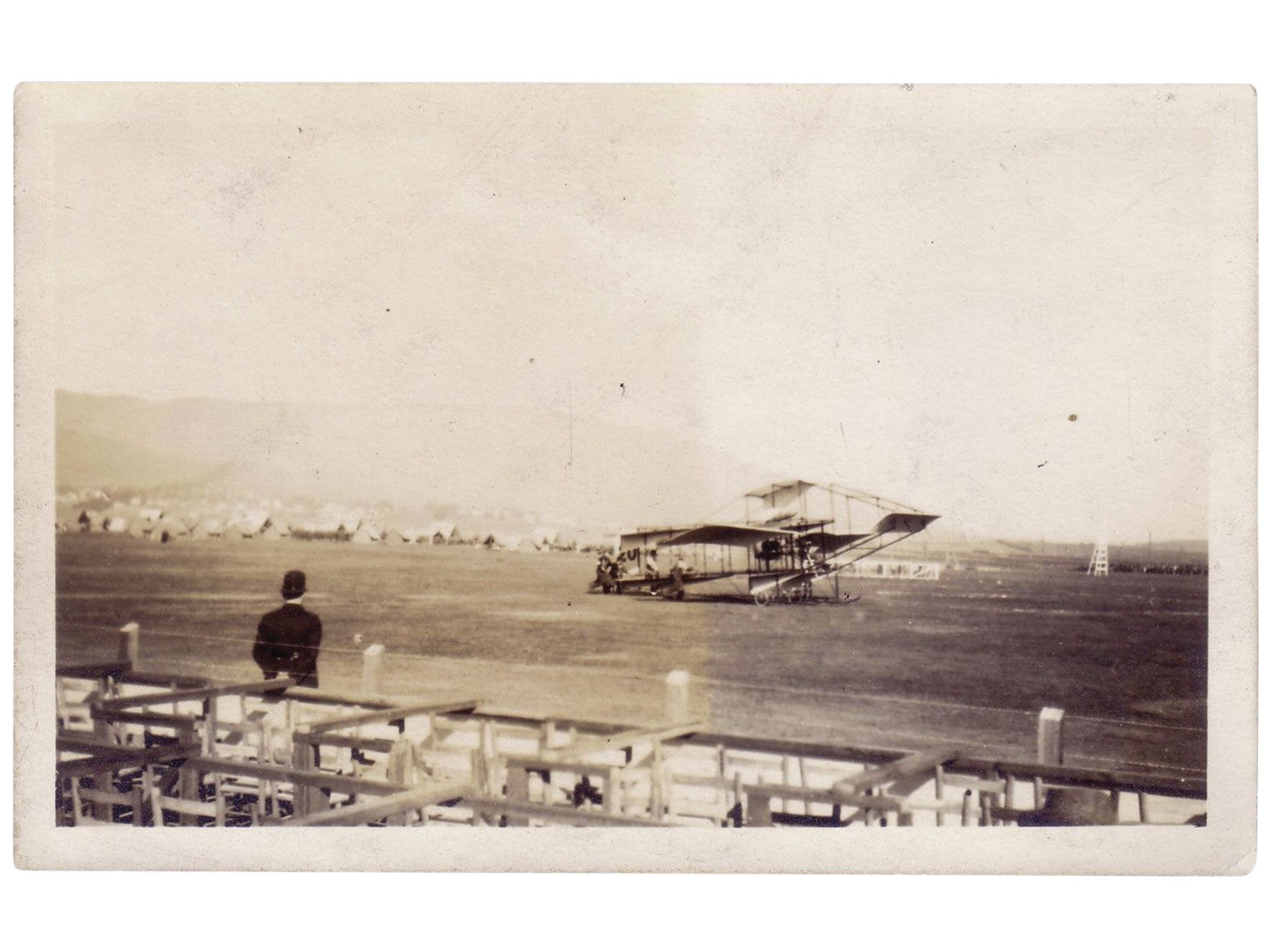 A rare photo of Feng's airplane in Oakland, circa 1909.