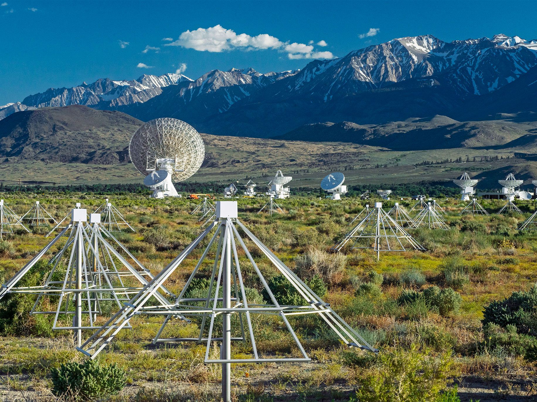 Hundreds of low-cost antennae from the Long Wavelength Array project work alongside conventional radio telescopes at the 1,200-acre Owens Valley property, beneath the eastern escarpment of California's Sierra Nevada.