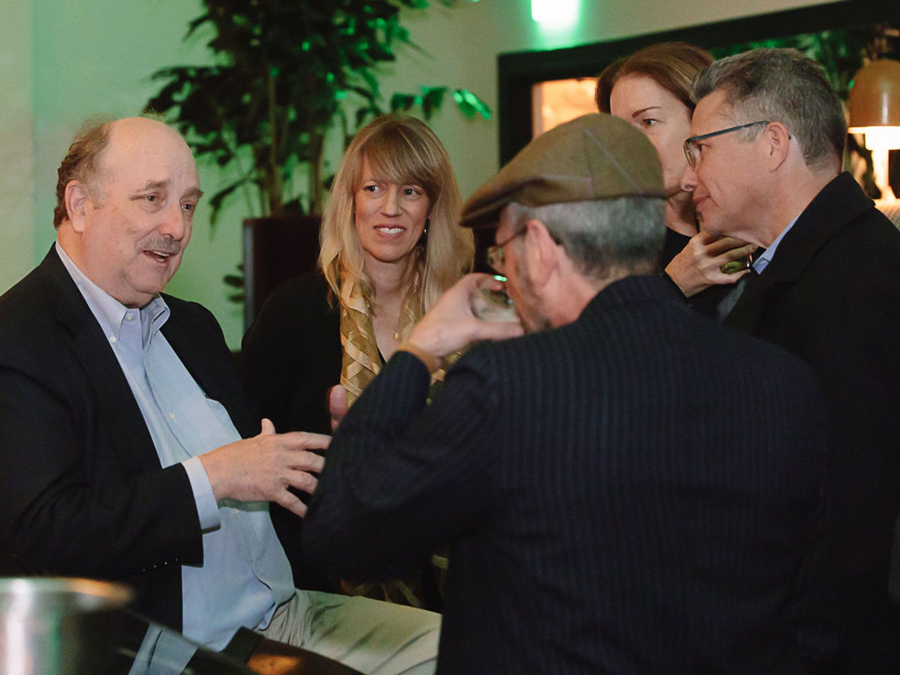 <em>Alta</em> publisher Will Hearst, <em>Alta</em> Editor-at-Large Mary Melton, Amy Wallace, Jesse Katz, and Ed Leibowitz gather around the bar at Checker Hall.