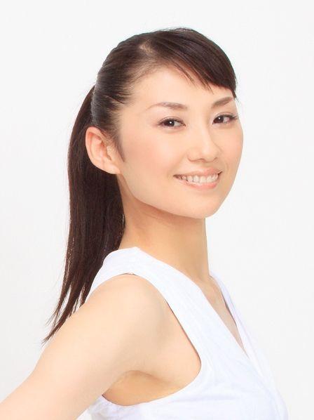 Ear, Lip, Hairstyle, Skin, Eye, Chin, Forehead, Shoulder, Eyebrow, Joint,
