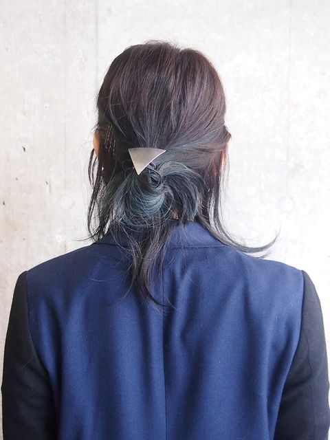 Hairstyle, Sleeve, Shoulder, Back, Style, Neck, Electric blue, Long hair, Brown hair, Ponytail,