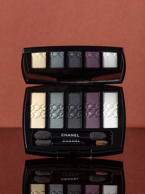 Rectangle, Cosmetics, Eye shadow,
