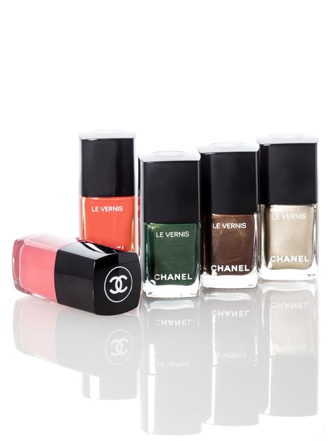 Product, Brown, Liquid, Tints and shades, Beauty, Fluid, Cosmetics, Magenta, Rectangle, Box,
