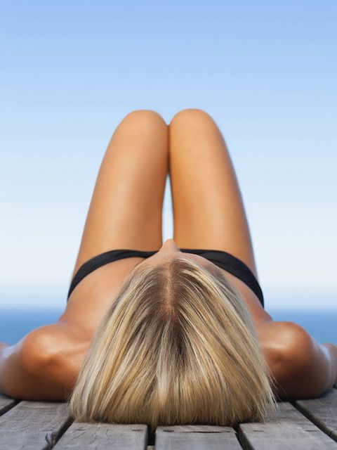 Hair, Blond, Human leg, Tan, Leg, Sitting, Long hair, Beauty, Skin, Sun tanning,