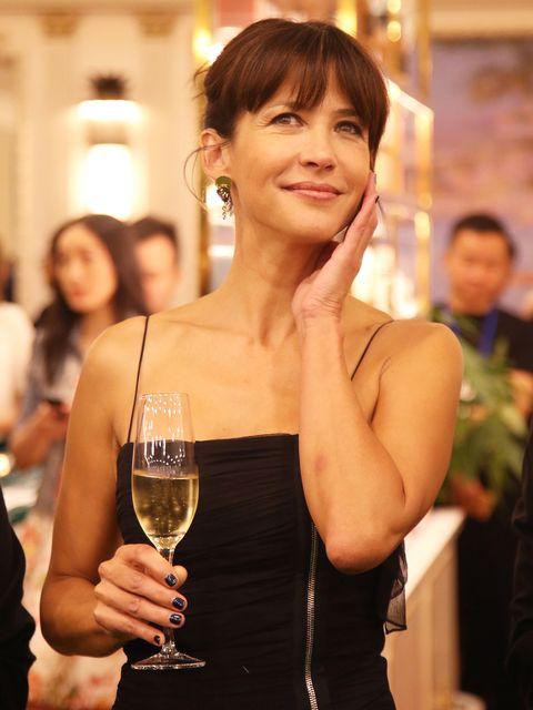 Beauty, Fashion, Drink, Smile, Event, Glass, Alcohol, Stemware, Wine glass,