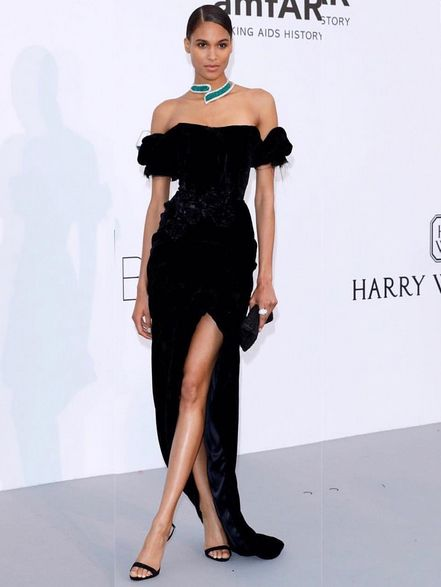 Fashion model, Dress, Clothing, Shoulder, Cocktail dress, Fashion, Little black dress, Joint, Beauty, Leg,