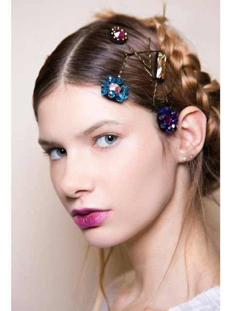 Lip, Hairstyle, Skin, Chin, Forehead, Eyebrow, Hair accessory, Eyelash, Style, Beauty,