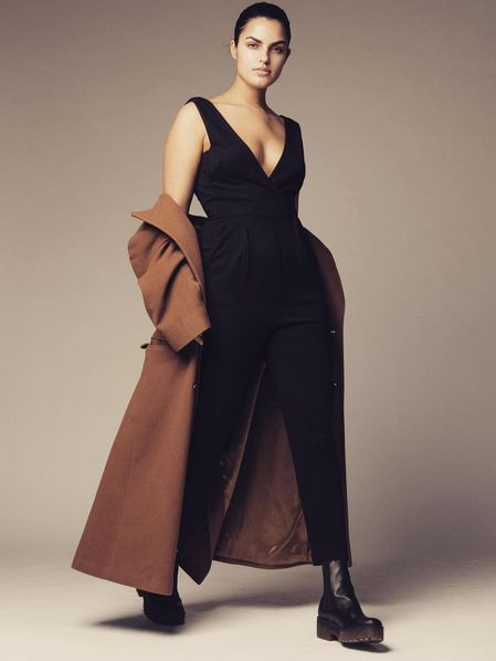 Brown, Sleeve, Shoulder, Standing, Joint, Formal wear, Style, Dress, One-piece garment, Fashion model,
