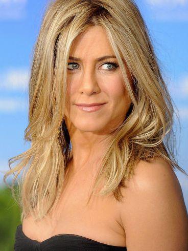 Hair, Blond, Face, Hairstyle, Layered hair, Chin, Long hair, Surfer hair, Eyebrow, Beauty,