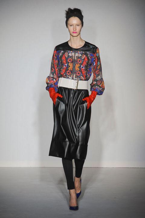 Human, Sleeve, Human body, Shoulder, Textile, Joint, Style, Fashion show, Fashion model, Fashion,