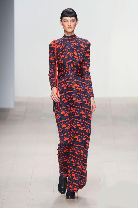 Sleeve, Fashion show, Style, Fashion model, One-piece garment, Runway, Street fashion, Pattern, Headgear, Fashion,