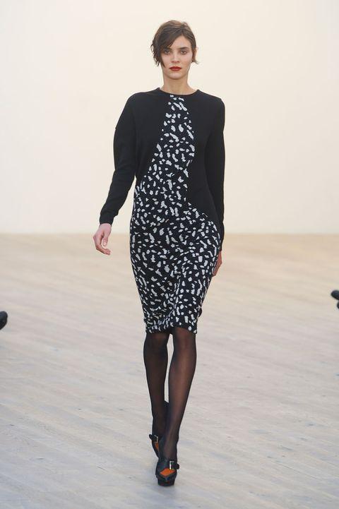 Sleeve, Shoulder, Dress, Human leg, Joint, Standing, Style, Waist, One-piece garment, Fashion model,