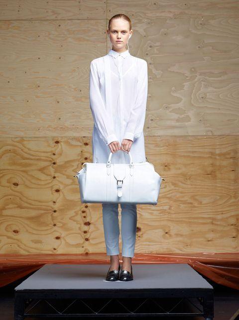 Clothing, Sleeve, Shoulder, Textile, Outerwear, Human leg, Collar, Style, Fashion model, Street fashion,