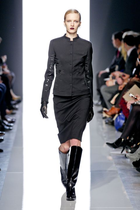 Fashion show, Sleeve, Shoulder, Runway, Joint, Outerwear, Fashion model, Style, Knee, Fashion,