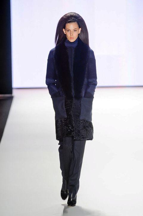Sleeve, Shoulder, Textile, Joint, Fashion show, Style, Winter, Fashion model, Knee, Street fashion,