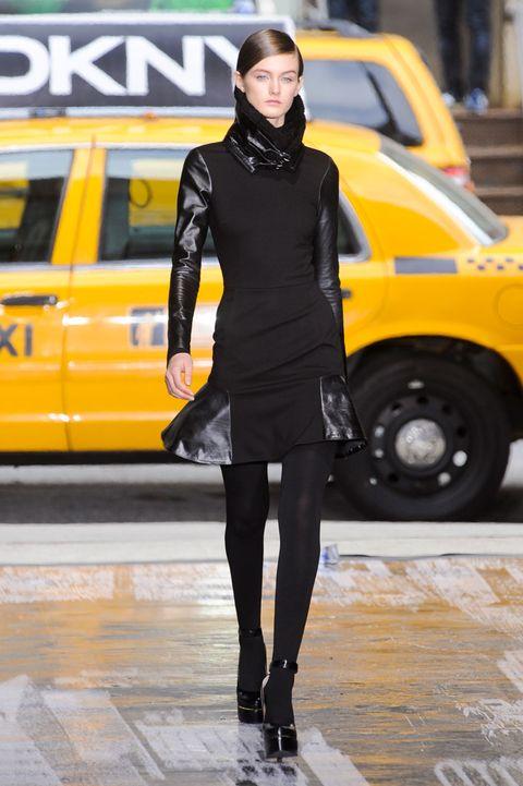 Yellow, Human body, Human leg, Style, Street fashion, Knee, Fashion, Thigh, Auto part, Electric blue,