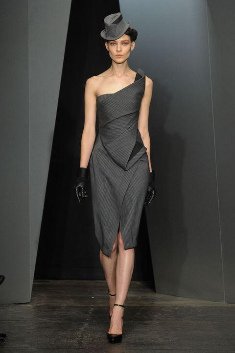 Dress, Human body, Human leg, Shoulder, Hat, Fashion show, Joint, Waist, One-piece garment, Fashion model,
