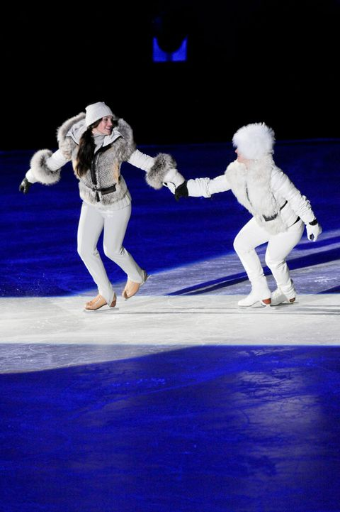 Entertainment, Performing arts, Ice skate, Dancer, Performance, Ice rink, Concert dance, Figure skate, Stage, Figure skating,