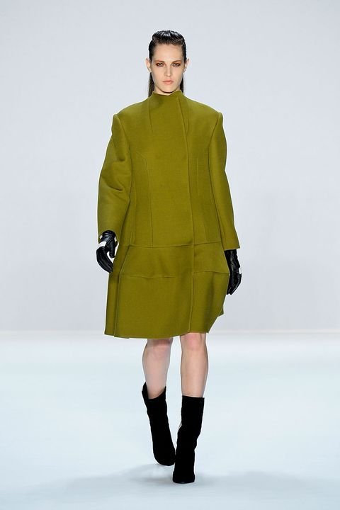 Clothing, Human body, Sleeve, Collar, Shoulder, Textile, Joint, Standing, Outerwear, Human leg,