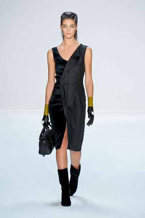 Clothing, Dress, Sleeve, Shoulder, Human leg, Fashion show, Joint, Fashion model, Style, Elbow,
