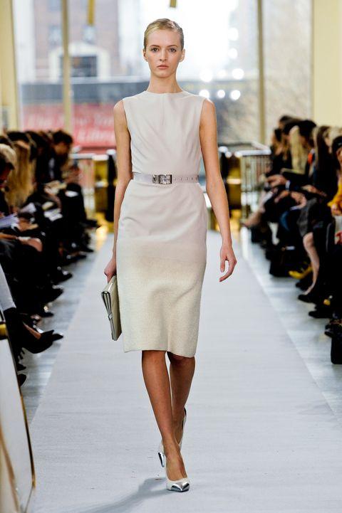 Fashion show, Shoulder, Runway, Joint, Style, Fashion model, Waist, Fashion, Beauty, Neck,