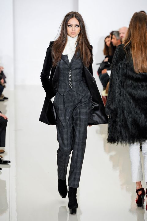 Fashion show, Textile, Outerwear, Runway, Style, Winter, Fashion model, Street fashion, Fashion, Model,