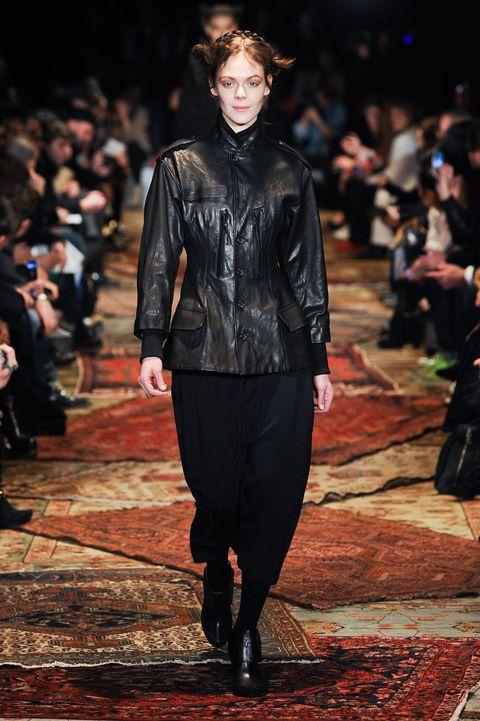 Fashion show, Jacket, Outerwear, Runway, Style, Fashion model, Street fashion, Fashion, Leather, Leather jacket,