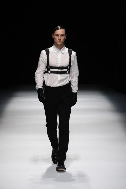 Sleeve, Collar, Shoulder, Shirt, Standing, Dress shirt, Joint, Fashion show, Style, Waist,