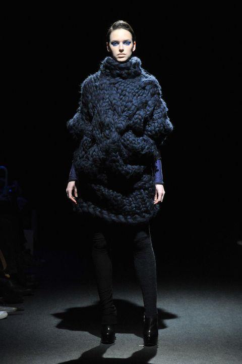 Textile, Outerwear, Fashion show, Style, Fashion model, Runway, Fashion, Knee, Street fashion, Fur,