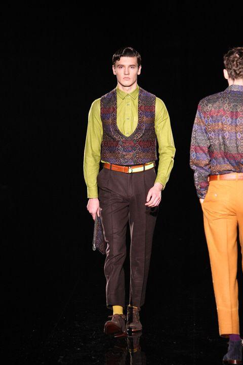 Leg, Dress shirt, Sleeve, Human body, Shirt, Textile, Collar, Standing, Suit trousers, Fashion,