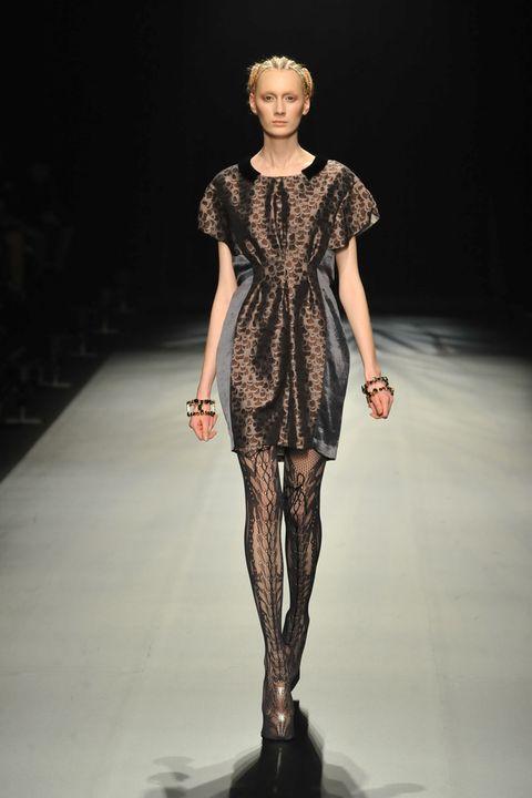 Fashion show, Shoulder, Runway, Joint, Fashion model, Style, Fashion, Neck, Model, Waist,