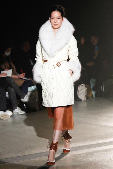 Human, Leg, Brown, Fashion show, Shoulder, Human leg, Textile, Joint, Runway, Outerwear,
