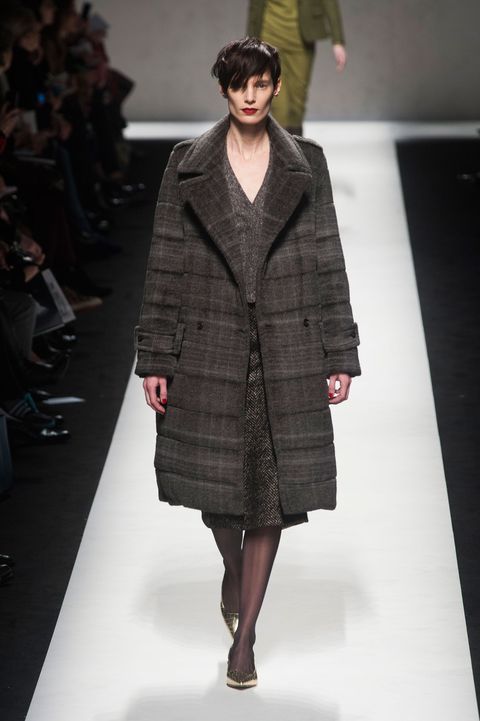 Fashion show, Shoulder, Textile, Runway, Outerwear, Fashion model, Style, Coat, Fashion, Fashion design,
