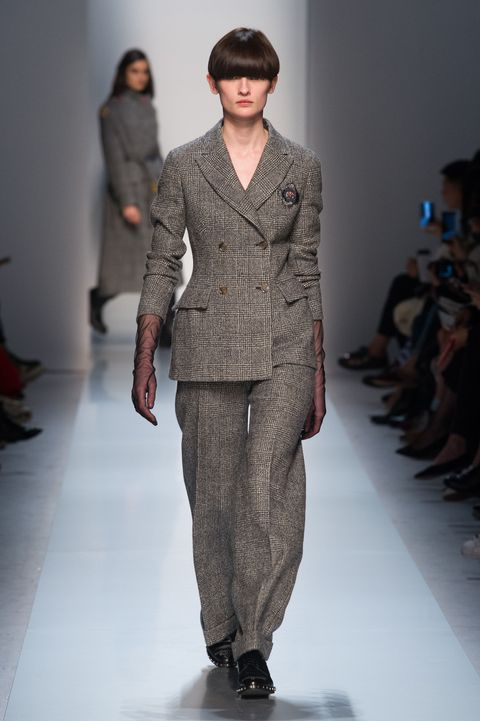 Sleeve, Fashion show, Shoulder, Runway, Joint, Outerwear, Style, Fashion model, Fashion, Waist,