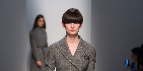 Sleeve, Fashion show, Shoulder, Joint, Outerwear, Runway, Style, Fashion model, Fashion, Neck,