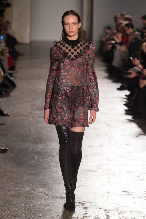 Shoulder, Fashion show, Winter, Joint, Outerwear, Style, Fashion model, Runway, Street fashion, Fashion,