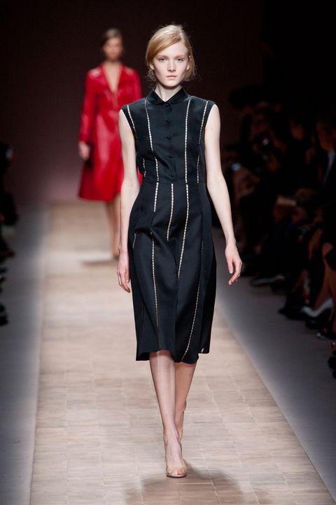 Human body, Fashion show, Shoulder, Dress, Joint, Runway, Fashion model, Style, Formal wear, One-piece garment,
