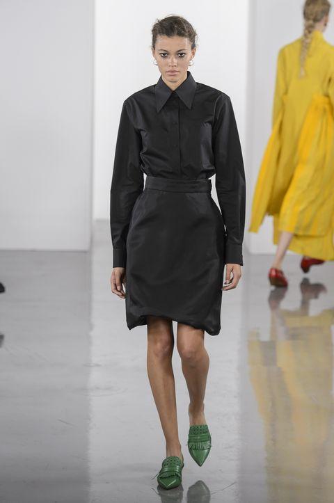 Fashion model, Fashion, Fashion show, Clothing, Runway, Shoulder, Dress, Outerwear, Haute couture, Footwear,