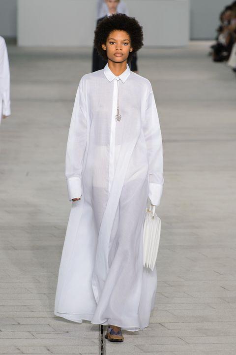 White, Fashion, Clothing, Fashion show, Fashion model, Runway, Haute couture, Public event, Neck, Formal wear,