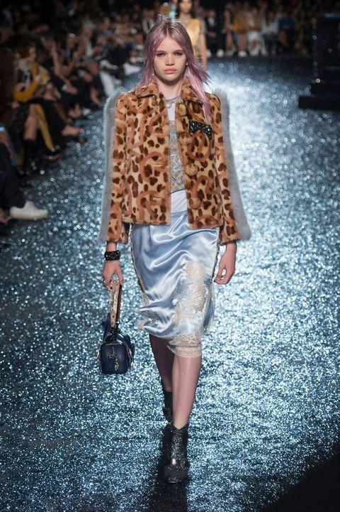Fashion model, Fashion show, Fashion, Runway, Clothing, Fur, Street fashion, Fur clothing, Outerwear, Brown,