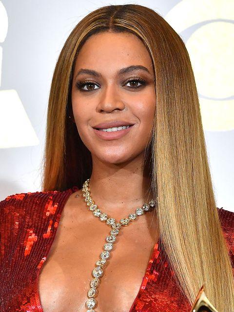 Hair, Face, Eyebrow, Hairstyle, Lip, Blond, Beauty, Long hair, Forehead, Nose,