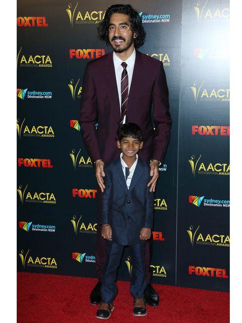 Suit, Carpet, Red carpet, Tuxedo, Formal wear, Event, Blazer, Premiere, Flooring, Tie,