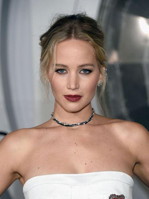 Lip, Hairstyle, Skin, Shoulder, Eyelash, Eyebrow, Joint, Jewellery, Fashion accessory, Strapless dress,
