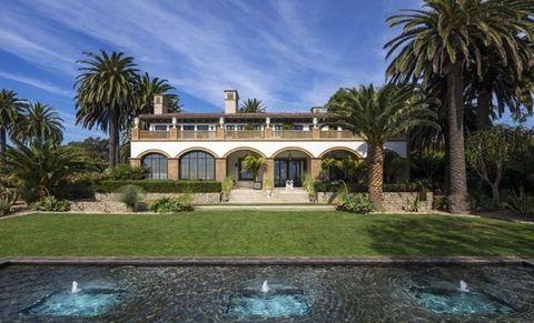 Property, Estate, Home, Mansion, House, Building, Real estate, Hacienda, Villa, Palm tree,